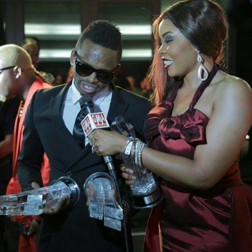 Tanzania's Diamond Platnumz at CHOAMVA 2014 doing an interview holding his awards: